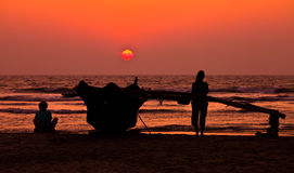 Наслаждающся заходом солнца солнце идет вниз в ha Стоковые Изображения