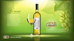 Насмешка бутылки вина вектора реалистическая вверх Белые виноградины лозы Зеленая естественная предпосылка с местом для ваш клейм Стоковые Изображения