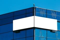 Насмешка вверх Пустая афиша outdoors, внешний шильдик на современном здании Стоковая Фотография RF