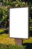 Насмешка вверх Пустая афиша outdoors, внешняя реклама, доска публичной информации в городе Стоковая Фотография RF