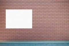 Насмешка вверх Пустая афиша outdoors, шильдик внешней рекламы, доска публичной информации на стене Стоковая Фотография RF