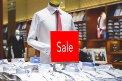 Насмешка продажи вверх рекламирует дисплей на бельевой веревке стоковое изображение rf