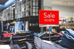 Насмешка продажи вверх рекламирует дисплей на бельевой веревке стоковая фотография rf