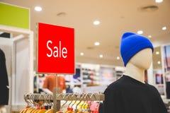 Насмешка продажи вверх рекламирует дисплей на бельевой веревке стоковая фотография