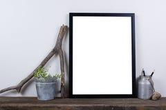 Насмешка рамки фото скандинавского стиля пустая вверх Минимальное домашнее оформление Стоковая Фотография RF