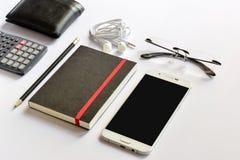Насмешка Smartphone вверх для представления на современном столе стоковое фото rf