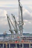 Насосы причала для разгржать груз нефтяного танкера Стоковое Изображение RF