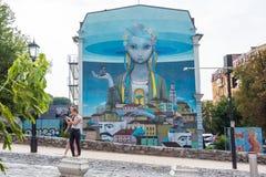 Настенная роспись на здании на спуске Andriyivskyy Украина, Kyiv, Podil r Стоковые Изображения