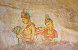 Настенные живописи пещеры утеса Sigiriya пятого века, Шри-Ланка Стоковые Фотографии RF