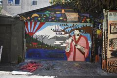 Настенные росписи переулка фанфаров очень красивые очень творческие, 35 Стоковое фото RF