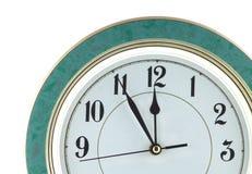 Настенные часы изолированные на конце белизны вверх Стоковые Изображения RF