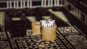 Настольная игра нард, косточек на доске Стоковые Изображения