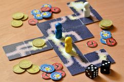 Настольная игра на деревянном поле стоковые изображения rf