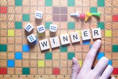 Настольные игры Победитель игры кубы и обломоки игры на холсте Стоковые Изображения RF