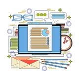 Настольный компьютер компьютера с концепцией рабочего места офиса анализа отчете о документов данным по статистики дела диаграммы Стоковая Фотография RF