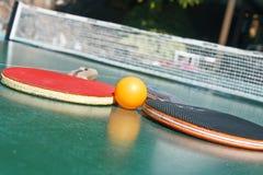 настольный теннис 2 ракеток шарика Стоковые Изображения