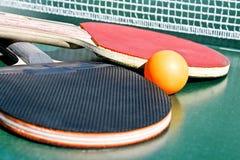 настольный теннис 2 ракеток шарика Стоковое Фото