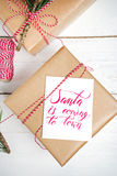 Настоящие моменты коробки подарков рождества на деревянной предпосылке Стоковые Фото
