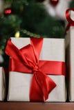 Настоящие моменты под рождеством дерева Стоковая Фотография RF
