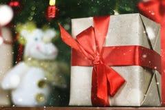 Настоящие моменты под рождеством дерева Стоковое фото RF