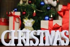 Настоящие моменты под рождеством дерева Стоковая Фотография