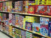 Настольные игры в магазине игрушек. Стоковые Фотографии RF