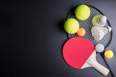 Настольный теннис ракетки, шарик пингпонга, Shuttlecocks, rac бадминтона Стоковое Фото