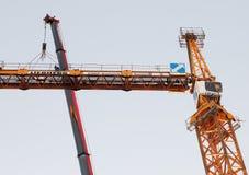 Настраивающ кран башни, встречный кливер установлен стоковые фотографии rf