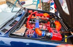 Настроенный двигатель автомобиля turbo BMW стоковая фотография rf