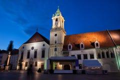 Наступление ночи в городке Братиславы старом Стоковое Фото