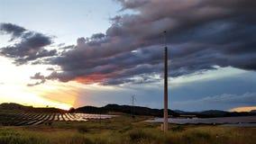 Наступление ночи на электрической станции солнечной энергии Стоковые Изображения