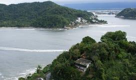 насыпи на пляжах Sao vicente Бразилии стоковые изображения