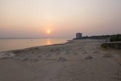 Насыпи песка пляжа на негре Рио Стоковое Изображение RF