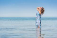 наслаждаться детенышами женщины моря Стоковые Фото
