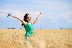 наслаждаться женщиной природы Стоковая Фотография