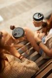 Наслаждаться кофе взятия-вне Стоковые Фото