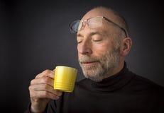 Наслаждаться кофе эспрессо утра Стоковые Изображения RF