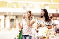 наслаждаться покупкой Стоковые Фото