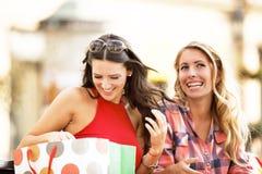 наслаждаться покупкой Стоковая Фотография