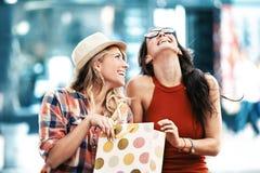 наслаждаться покупкой Стоковое Изображение RF