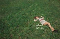 наслаждаться природой девушки Стоковое фото RF