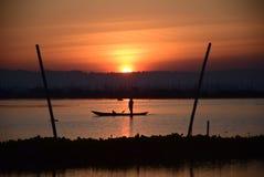 Насладитесь красотой восхода солнца и захода солнца экзотических в писать Rawa Стоковое Изображение RF