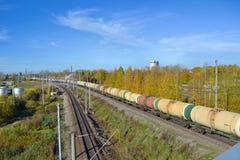 Натренируйте двигать множество железнодорожных автомобилей танка Стоковое фото RF