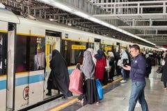 Натренируйте экипажа в метро с надписью, женщинами только, Тегеран, I Стоковое Изображение RF