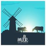 Натуральный продучт молока Сельский ландшафт с мельницей и коровами Рассвет в деревне Стоковое фото RF