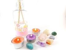 Натюрморт ароматичных свечей и драгоценных камней Стоковые Фото