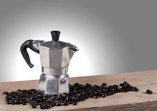 Натюрморт бака кофе на деревянном столе Стоковое Фото
