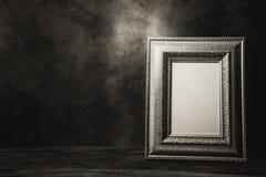 натюрморт картинной рамки на таблице Стоковые Фотографии RF