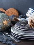 Натюрморт обедающего благодарения с блюдами и сквошом Стоковые Фотографии RF