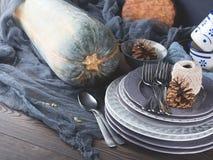 Натюрморт обедающего благодарения с tableware и столовым прибором Стоковое Изображение RF